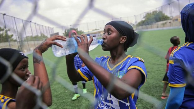 Somali women playing football in Mogadishu. - Ramadan: What Happens In Your Body When You Fast?