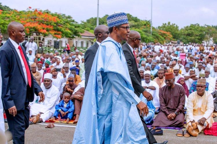 D8NWF01WwAE861H 750x500 2 - Eid-el-Fitr Celebrations: President Buhari Prays For Nigeria (See Pictures)