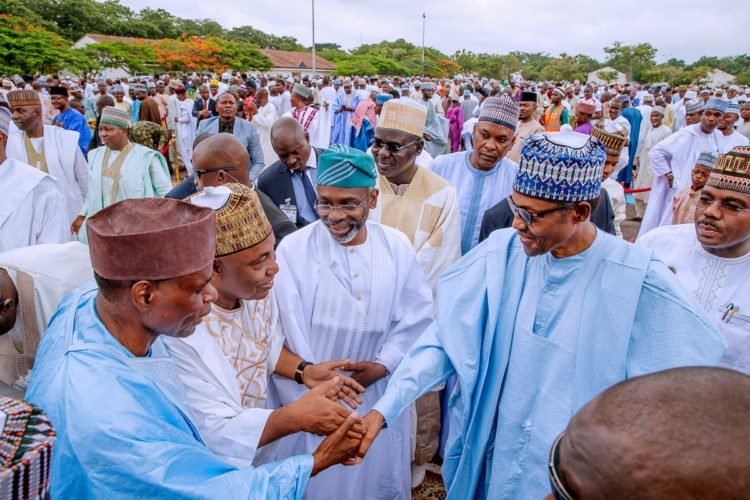 D8NWF0yXYAAdfwR 750x500 - Eid-el-Fitr Celebrations: President Buhari Prays For Nigeria (See Pictures)