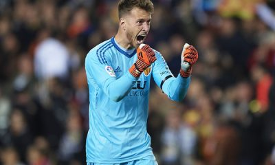 Barca signs Neto from Valencia