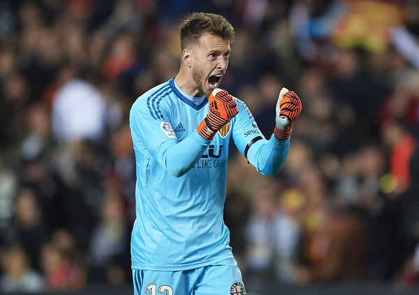 Barca signs Neto from Valencia