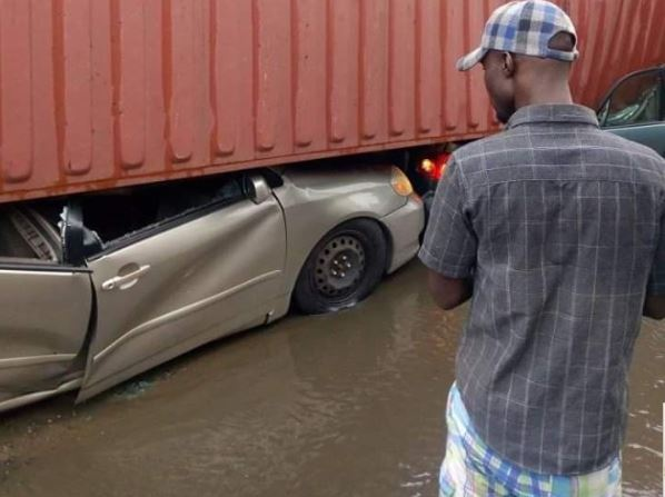 Truck Crushes 1 1 - Container Crushes Cars In Apapa (Potos)