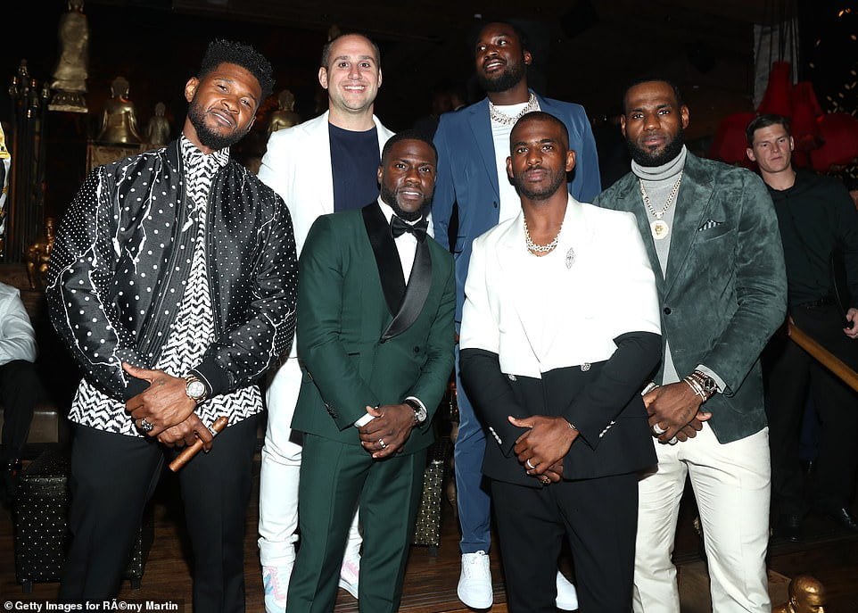 15729894 7221225 Group snap Kevin was joined by Usher Meek Mill and LeBron James  a 18 1562492512213 - Pictures: Kelvin Hart Escapes On His Wife's Back, From His Own Birthday Party (See Why)