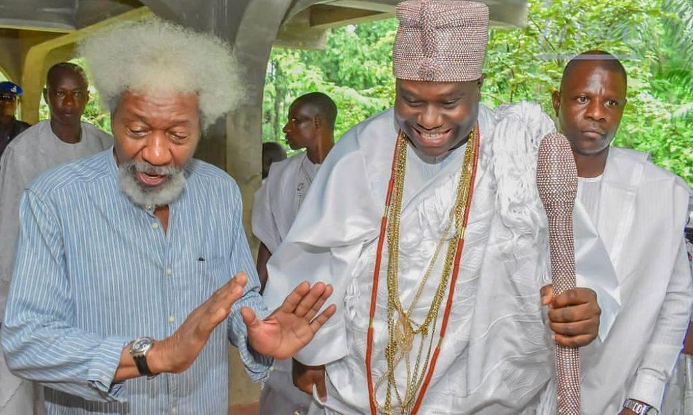 D 7tnPjUEAE zjX 1000x600 - Nigerians React To Ooni, Soyinka's Anti-Ruga Comment