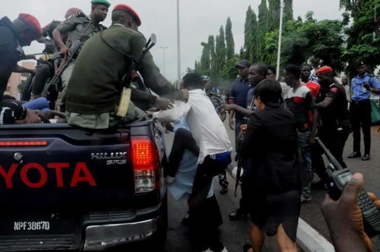 SHITTE. 0 750x498 - Pictures: Police Arrest Shi'ite Members After Protest And Clash In Lagos