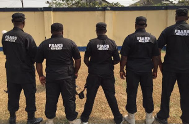 Watch The Moment SARS Officers Shot Two Phone Thieves Dead In Lagos