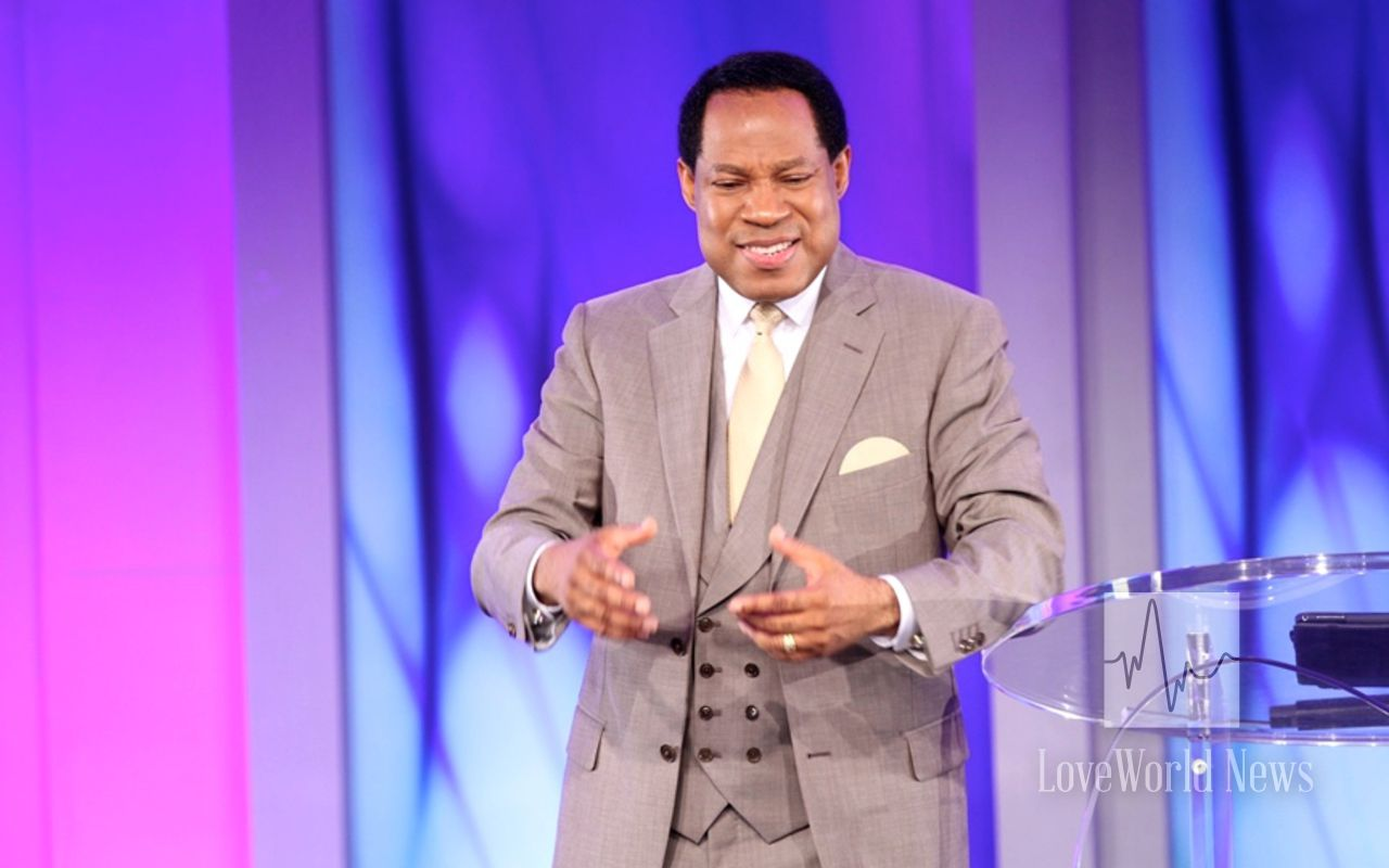 COVID-19: Oyakhilome Fires Buhari Govt For Limiting Service Duration