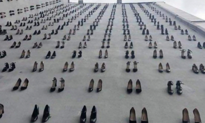 440-pairs-of-shoes-hung-on-istabul-city-walls-the-number-of-women-murdered-by-their-husbands-in-turkey