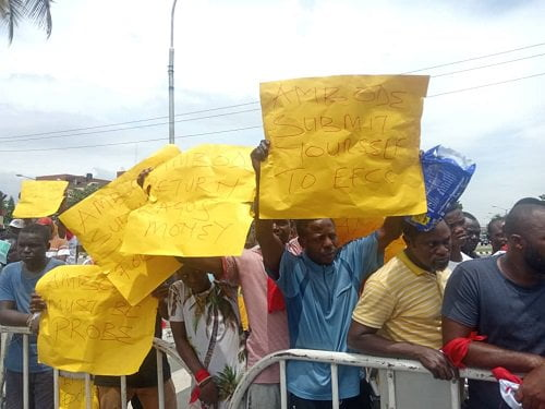 Protesters Storm Lagos Assembly