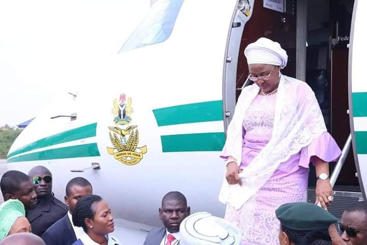 Aisha Buhari flies - Breaking: Finally, Aisha Buhari Leaves London For Nigeria