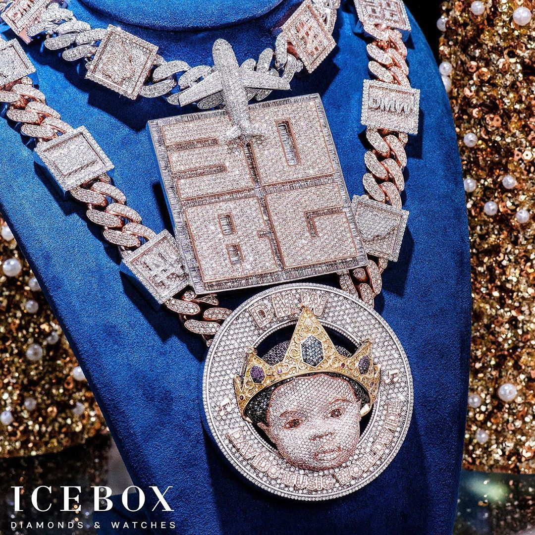2f98cc48 3e9c 42bf baee 9ce9ed848292 - Davido Reveals His Son's Face On A ₦150 Million Jewelry
