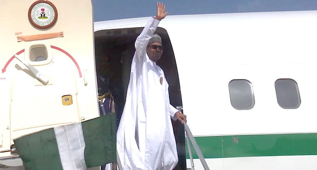 Muhammadu Buhari Departs Daura5 - Just In: Buhari Departs Daura For Kaduna After 5-day Visit (Photos)