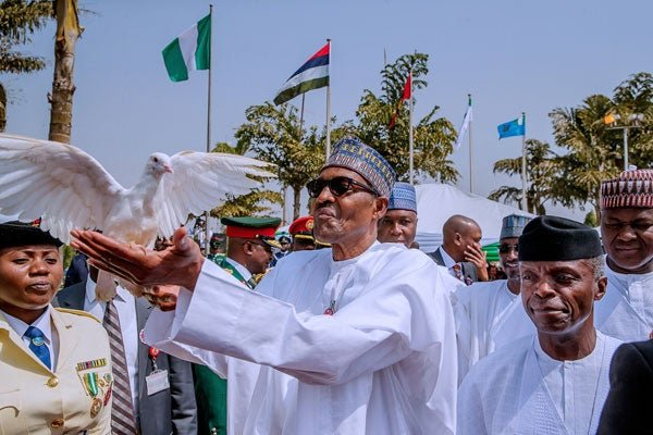 President Buhari laying wre 1 1 - Armed Forces Remembrance Day: President Buhari Lays Wreath To Celebrate Fallen Heroes (Pictures & Video)