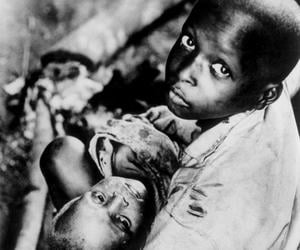 The images of malnourished children here in the Nwanze camp scandalize international opinion. - 50 Years After The Nigerian Civil War: The Biafra War In Five Dates