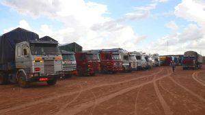 Many trucks stranded at the Nigerian border on the border with Niger. 300x169 - Nigerian Borders Closed: ECOWAS Still Looking For A Solution