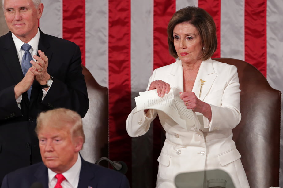 Nancy-Pelosi-tears-up-her-copy-of-Donald