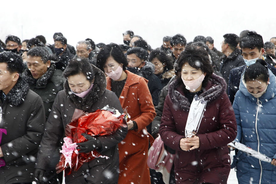 To mark the 78 th anniversary of Kim Jong Il many North Koreans went Sunday Mansu Hill ... - Kim Jong-un's First Public Appearance In Three Weeks