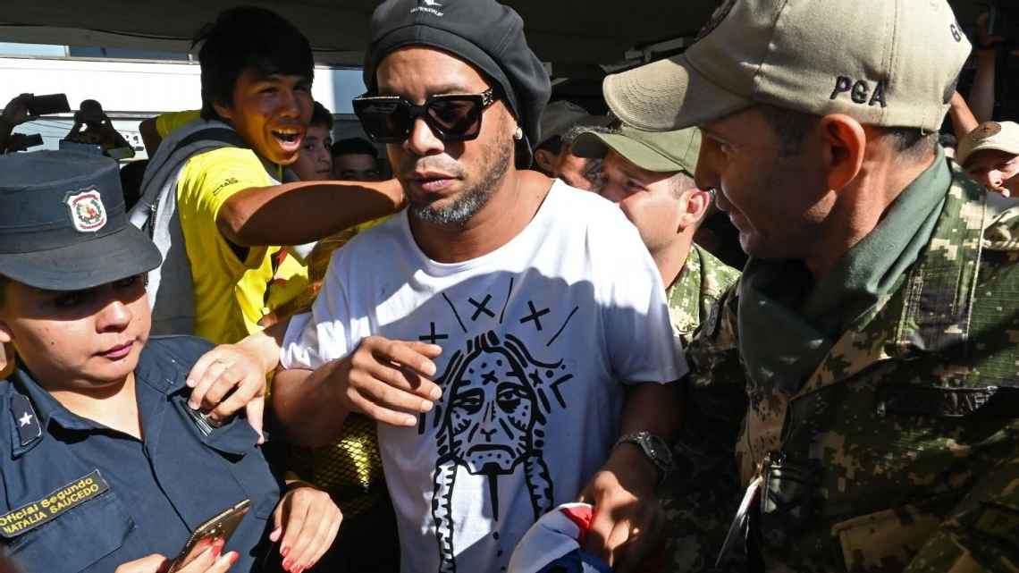 Ronaldinho appears in court in Paraguay on 'fake passport' charge