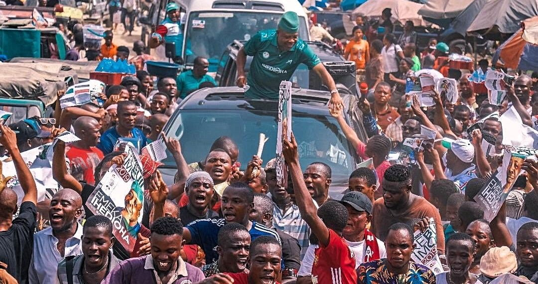 VIDEO: Massive Crowd Mob Ihedioha As He Arrives Imo State
