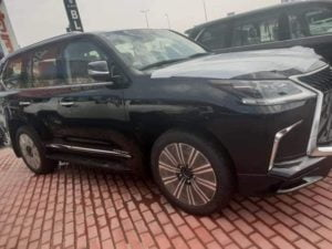 Traditional Rulers Suspended By Obiano Get New Lexus SUVs From Arthur Eze (Photos)