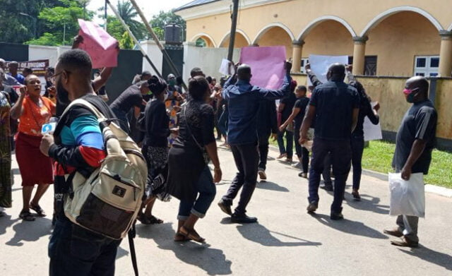 Breaking: Protesters Storm Edo State Government House Over Unpaid Salaries (Photos)