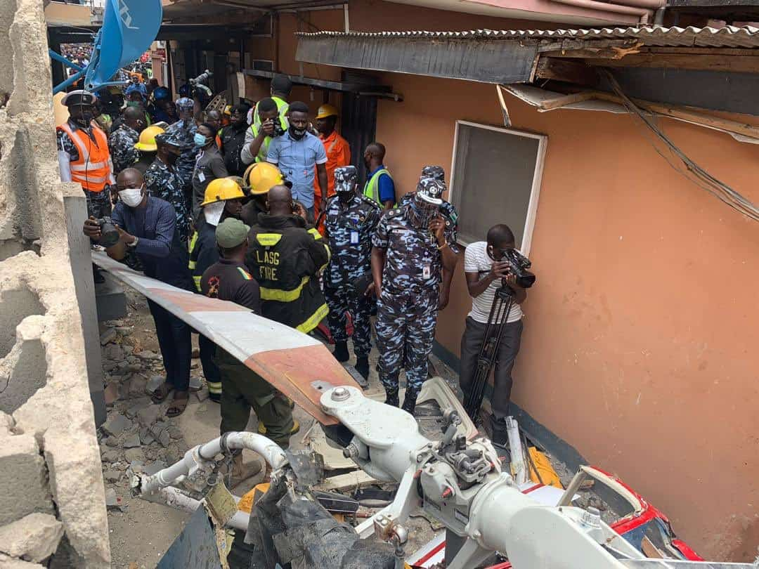 Eggia7DVgAM1S R - Two Confirmed Dead As Helicopter Crashes Into Lagos Residential Building (Photos)