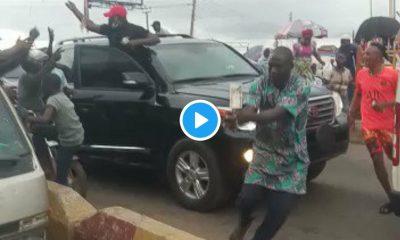 Ondo 2020: Watch Gov. Akeredolu Sharing N200 Notes In Akure (Video)