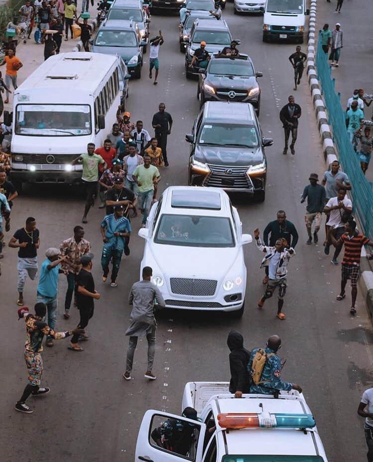EhK JFXkAY wrM - Davido Causes Stir On Lagos Streets As He Visits MC Oluomo
