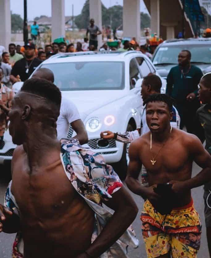EhK4qApWkAAbBVX - Davido Causes Stir On Lagos Streets As He Visits MC Oluomo