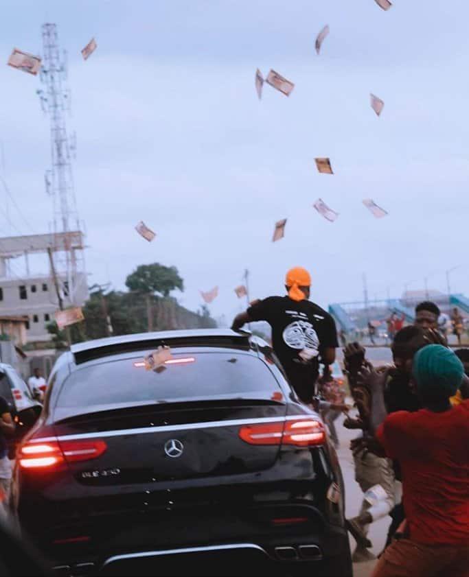 EhK4rNhXcAEVSlx - Davido Causes Stir On Lagos Streets As He Visits MC Oluomo