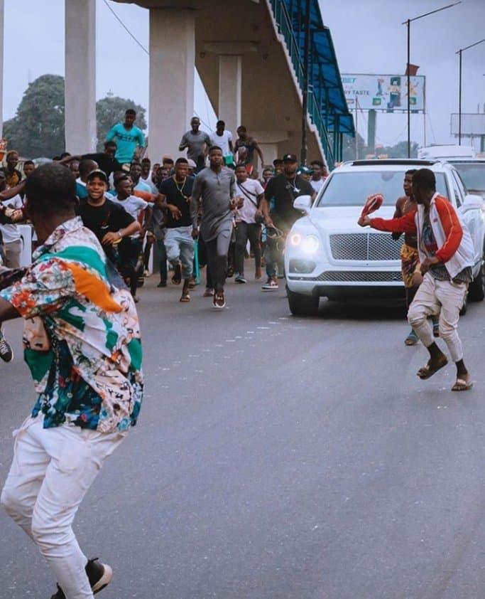 EhK4rp3XsAcMMZZ - Davido Causes Stir On Lagos Streets As He Visits MC Oluomo