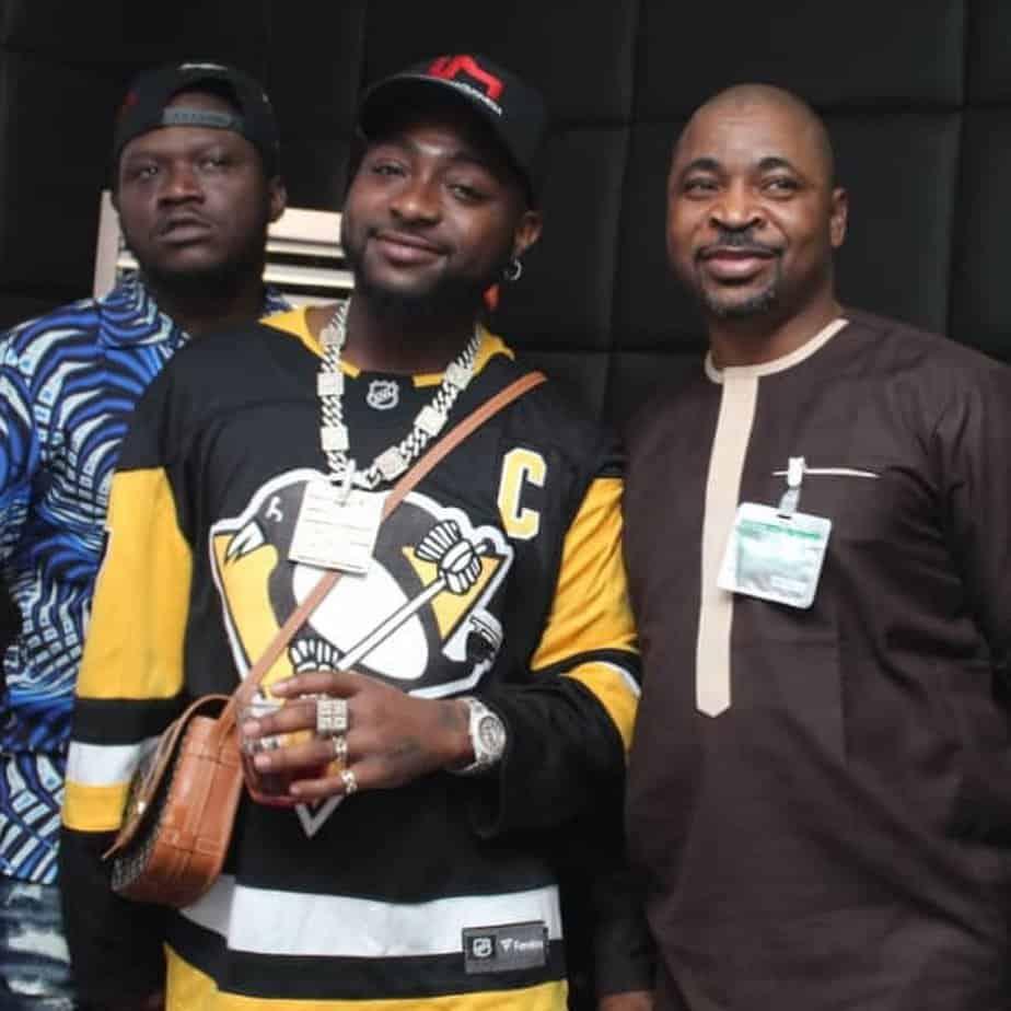 EhK4sMEXsAAMOH9 - Davido Causes Stir On Lagos Streets As He Visits MC Oluomo