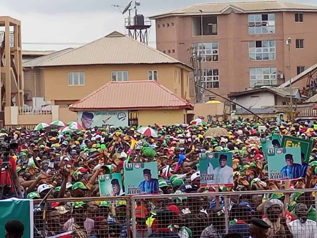 Ehth8hDXYAABMYz - Social Distancing Ignored As Massive Crowd Storm PDP Governorship Rally In Ondo