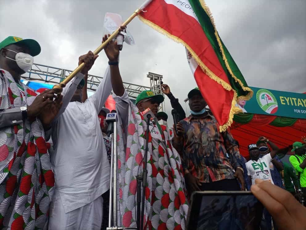 EhuTztgX0AEPKfs - Social Distancing Ignored As Massive Crowd Storm PDP Governorship Rally In Ondo