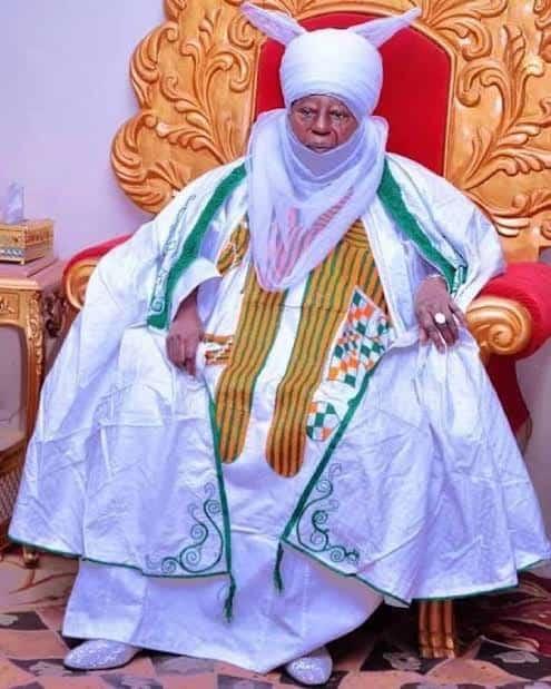 Large Crowd Witness Burial Of Emir Of Zazzau (Video)