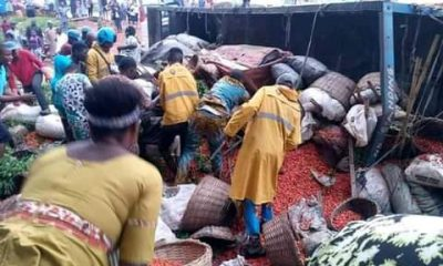 Truck Crashes In Abeokuta, Traders Trapped Under Loads Of Farm Produce (Photos)