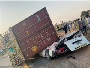 Truck container falls on minibus killing driver 1702b5cbb49 large 300x225 - Young Mechanic Crushed To Death By A Truck Few Weeks To His Freedom