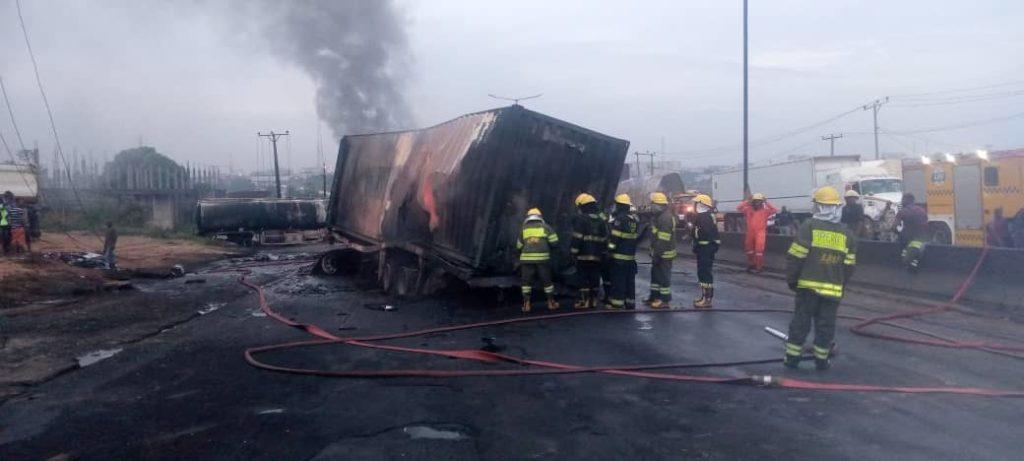 4 2 1024x461 1 - PHOTOS: Tanker Explodes On Otedola Bridge, Lagos