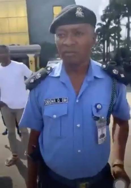 Nigerians React As Police Officer Obioma O. Obi Assaults Unarmed #EndSARS Protesters