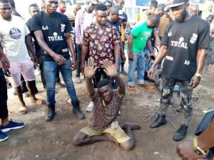 5f89b7b0314e7 300x225 - Traffic Robbers Caught In Lagos