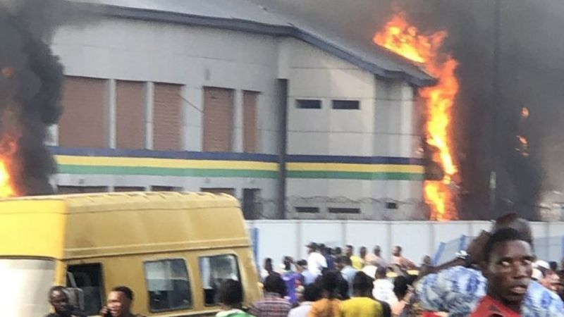 BREAKING: Police Flee As Thugs Attack Imo Police Station, Burn It Down