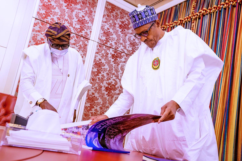 EmJpGAWWoAMH1kf - Sanwo-Olu Presents Report Of #EndSARS Protests In Lagos To President Buhari (Photos)