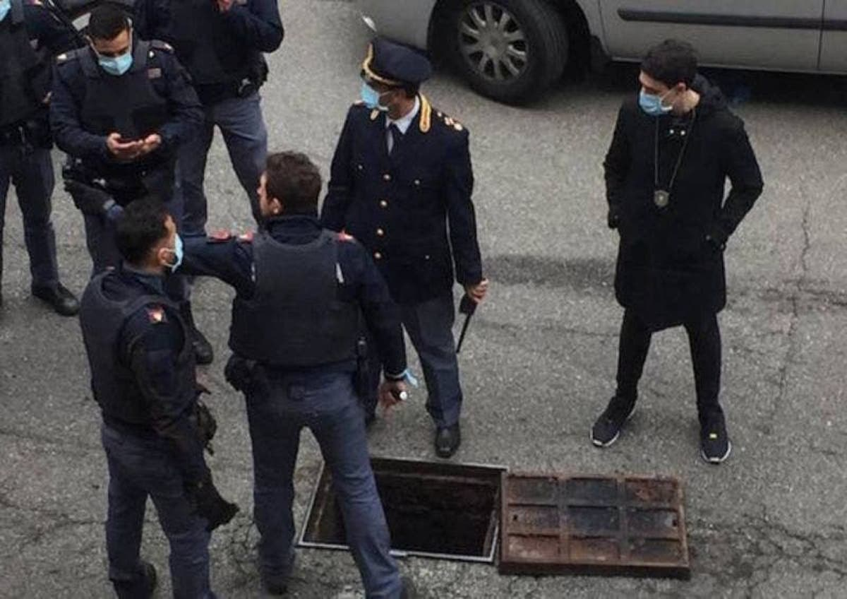 Bank robbers escape with cash via sewers