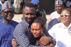 Eop7q6 XEAIP4ig 300x200 - Reactions As Channels TV Reporter Reconciles With Wife After Intervention By Gov Ortom