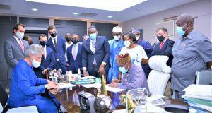 Erd1ouUW4AUx0xK 300x160 - FG Signs $1.959 Billion MOU For Construction Of Kano-Niger Republic Rail Project