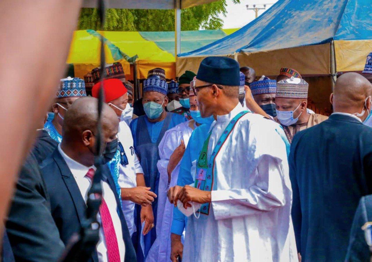 buhari apc1 - COVID-19: How Buhari Disobeyed Own Executive Order On Physical Distance, Mask [Photos]