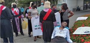 protesting magistrates 300x146 - Magistrate Collapses During Protest In Calabar