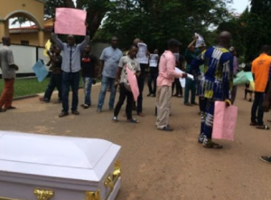 602f7e206552c 300x221 - Residents Storm Edo Government House With Body Of Man Killed By Herdsmen