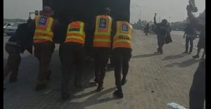 EuGIL7pXIAAJmut 300x155 - Video: Police Disgraced As Van Used To Arrest Lekki Tollgate Protesters Refused To Start And Had To Be Pushed