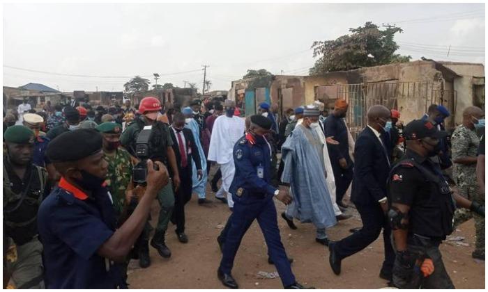 Makinde Leads Ganduje, Bagudu, Others To Shasha Market (Photo)